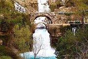 Sunset Afqa Grotto & Waterfall - Golden feet
