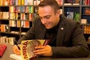 MIRA - Séance de Signature du livre de Tony Danayan